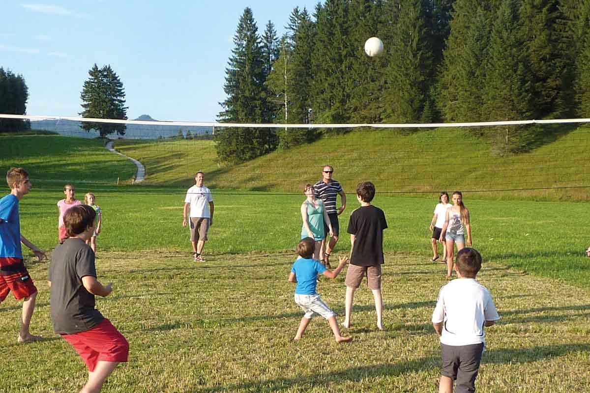 Kinder-Spielen-Fussball